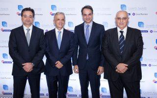 Διακρίνονται από αριστερά προς τα δεξιά οι κ.κ. Φωκίων Καραβίας, Διευθύνων Σύμβουλος Eurobank  Βασίλης Καζάς, Διευθύνων Σύμβουλος Grant Thornton & Πρόεδρος της Επιτροπής Βραβεύσεων Growth Awards  Κυριάκος Μητσοτάκης, Πρόεδρος της Νέας Δημοκρατίας  Νικόλαος Καραμούζης, Πρόεδρος Διοικητικού Συμβουλίου Eurobank & Πρόεδρος της Επιτροπής Βραβεύσεων Growth Awards