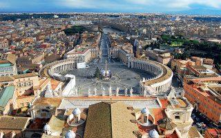 Η πλατεία του Αγίου Πέτρου από τον τρούλο της ομώνυμης βασιλικής. (Φωτογραφία:© ΑΝΤΩΝΗΣ ΔΗΜΑΣ)