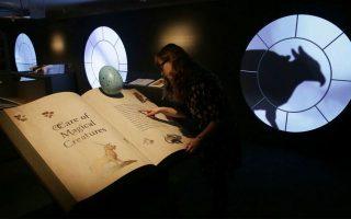 Σπάνια βιβλία, χειρόγραφα, κρυστάλλινες σφαίρες, ακόμα και το... λείψανο μιας γοργόνας, πρωταγωνιστούν στην έκθεση «Χάρι Πότερ, Μια ιστορία μαγείας».