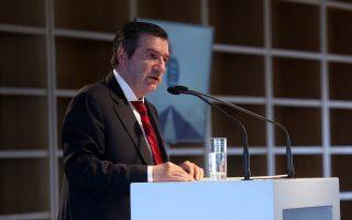 Ο δήμαρχος Αθηναίων Γιώργος Καμίνης μιλάει στην εισήγηση του στο φόρουμ
