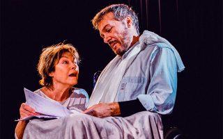 Ρένη Πιττακή και Λάζαρος Γεωργακόπουλος στη θεατρική εκδοχή του «Μίζερι», του ψυχολογικού θρίλερ του Στίβεν Κινγκ.