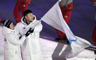 epa06508395 Korea flag bearers Hwang Chung-kum (L)  and Won Yunjong lead the team into the stadium during the Opening Ceremony of the PyeongChang 2018 Olympic Games at the Olympic Stadium, Pyeongchang county, South Korea, 09 February 2018.  EPA/DANIEL KOPATSCH