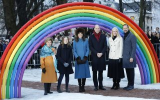 epa06490053 (L-R) Norway's Queen Sonja, Princess Ingrid Alexandra, Britain's Catherine, Duchess of Cambridge and her husband Prince William, Norwegian Crown Princess Mette-Marit and husband Crown Prince Haakon pose in front of a rainbow sculpture at Princess Ingrid Alexandra's sculpture park in Oslo, Norway, 01 February 2018. The British royals are on a two-day visit to Norway.  EPA/Gorm Kallestad NORWAY OUT