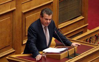 Ο υφυπουργός Εργασίας Κοινωνικής Ασφάλισης και Κοινωνικής Αλληλεγγύης  αρμόδιος για θέματα Κοινωνικών Ασφαλίσεων Τάσος Πετρόπουλος μιλάει στην Ολομέλεια της Βουλής στη σημερινή δεύτερη μέρα της συζήτησης για τον Προϋπολογισμό του Κράτους για το 2018, Τρίτη 12 Δεκεμβρίου 2017. ΑΠΕ-ΜΠΕ/ΑΠΕ-ΜΠΕ/Αλέξανδρος Μπελτές