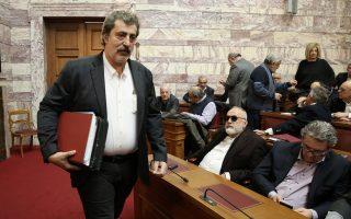 Ο αναπληρωτής υπουργός Υγείας Παύλος Πολάκης (Α) προσέρχεται στη συνεδρίαση της Κοινοβουλευτικής Ομάδας του ΣΥΡΙΖΑ, στην αίθουσα της Γερουσίας στη Βουλή, Αθήνα, τη Δευτέρα 12 Φεβρουαρίου 2018. ΑΠΕ-ΜΠΕ/ΑΠΕ-ΜΠΕ/ΣΥΜΕΛΑ ΠΑΝΤΖΑΡΤΖΗ