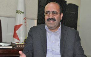 Ο Σαόζ Χασάν είναι από τον περασμένο Οκτώβριο συμπρόεδρος του Κόμματος Δημοκρατικής Ενότητας (PYD), του ισχυρότερου πολιτικού κόμματος των Κούρδων.