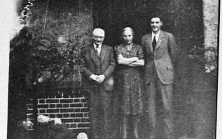 Ο Μαξ, η Φρούμα και ο Ουίλιαμ Μαζάουερ στο Λονδίνο τον Ιούλιο του 1945. Μόλις έχουν πληροφορηθεί το φρικτό τέλος των συγγενών τους στη Λιθουανία.