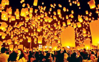 Στην Κίνα οι γιορτές της πρωτοχρονιάς διαρκούν μισό μήνα και τελειώνουν με τη Γιορτή των Φαναριών, οπότε χιλιάδες φωτεινά φανάρια ανυψώνονται στον ουρανό, η οποία φέτος θα πραγματοποιηθεί στις 3 Μαρτίου.