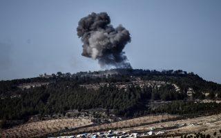 Σύννεφο καπνό μετά από βομβαρδισμό περί τα τέλη Ιανουαρίου στο εσωτερικό της περιοχής του Αφρίν της Συρίας από τις τουρκικές δυνάμεις στο πλαίσιο της στρατιωτικής επιχείρησης που έχει εξαπολύσει η Αγκυρα κατά της κουρδικής πολιτοφυλακής (YPG) που ελέγχει την περιοχή. (Φωτογραφία: AP)