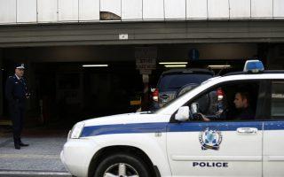 Αυτοκίνητα της ΕΛ.ΑΣ μεταφέρουν τους τρεις από τους 8 Τούρκους αξιωματικούς, που έχουν ζητήσει πολιτικό άσυλο, για να εξεταστεί το νέο αίτημα έκδοσης που έχει υποβάλει η γενική εισαγγελία της Κωνσταντινούπολης, στο Εφετείο, Αθήνα Τρίτη 25 Απριλίου 2017. Οι Τούρκοι αξιωματικοί, Suleyman Ozkaynakci, Abdullah Yetik και Ferudum Caban προσήχθηκαν το μεσημέρι στο Συμβούλιο Εφετών Αθηνών, για να αποφσίσει η ελληνική δικαιοσύνη σχετικά με το νέο αίτημα έκδοσης τους που έχει υποβάλει η Τουρκία. ΑΠΕ-ΜΠΕ/ΑΠΕ-ΜΠΕ/ΓΙΑΝΝΗΣ ΚΟΛΕΣΙΔΗΣ