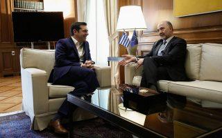Ο πρωθυπουργός με τον επίτροπο Οικονομικών Υποθέσεων Πιερ Μοσκοβισί. Το αφήγημα του κ. Τσίπρα για καθαρή έξοδο από το μνημόνιο παραμένει μετέωρο, καθώς η Ελλάδα θα παραμείνει σε καθεστώς ενισχυμένης εποπτείας και μετά την ολοκλήρωση του τρέχοντος προγράμματος.