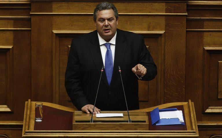 kammenos-i-kyvernisi-ylopoiei-tin-entoli-toy-ellinikoy-laoy-na-stamatisoyn-oi-ntavatzides-na-elegchoyn-ton-politiko-kosmo-2234764