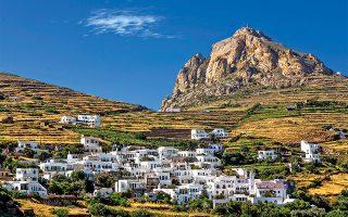 Κάντε βόλτα  στα πανέμορφα  χωριά της ενδοχώρας, όπως ο Τριπόταμος. (Φωτογραφία: ΠΕΡΙΚΛΗΣ ΜΕΡΑΚΟΣ)