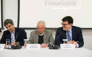 Ο συνάδελφος Γιάννης Παλαιολόγος με τον Παναγή Βουρλούμη και τον Νίκο Μωραϊτάκη.