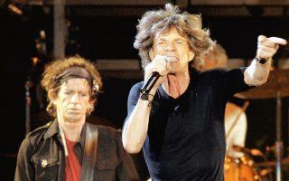 Στα μέτρα που εξετάζει η ολλανδική κυβέρνηση περιλαμβάνεται ένας νέος φόρος στα πνευματικά δικαιώματα, που θα ισχύει από το 2021. Σε αυτήν την περίπτωση θα κλείσει ένα «νομικό παράθυρο» που χρησιμοποιούσαν, μεταξύ άλλων, οι Rolling Stones και οι U2, ιδρύοντας εταιρείες δικαιωμάτων πνευματικής ιδιοκτησίας στην Ολλανδία για να μην πληρώνουν υψηλούς φόρους.