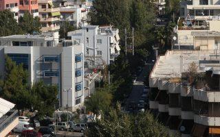 Εικόνα ερήμωσης και εγκατάλειψης παρουσιάζουν τα κτίρια στο κέντρο της Αθήνας, εξαιτίας της οικονομικής κρίσης.