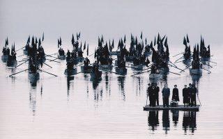 Με τον Θόδωρο Αγγελόπουλο συνεργάστηκε σε αρκετές ταινίες του. Στη φωτογραφία «Το λιβάδι που δακρύζει» (2003).