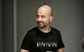 Ο καλλιτέχνης Εμμανουήλ  Μπιτσάκης  διακρίνεται  για τη μαστοριά και την  ευαισθησία του, σε έργα μικρού μεγέθους.