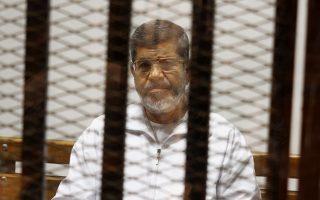 Ο Μοχάμεντ Μόρσι στη διάρκεια της δίκης του, το 2014.