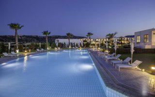 Το συγκρότημα αποτελείται από τρία ξενοδοχεία: Lakitira Resort και Village, 4 αστέρων 239 δωματίων, Lakitira Suites, 5 αστέρων 83 δωματίων, και Helona Resort, 5 αστέρων και 241 δωματίων.
