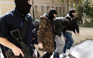 epithesi-syriza-kata-mitsotaki-me-aformi-tin-exarthrosi-tis-combat-180