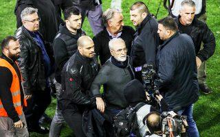 Στο «άρρωστο κατεστημένο» του επιχειρηματικού και ποδοσφαιρικού κόσμου απέδωσε ο πρόεδρος της ΠΑΕ ΠΑΟΚ Ιβάν Σαββίδης την πρωτοφανή ενέργειά του να εισβάλει με όπλο, το βράδυ της Κυριακής, στο γήπεδο της Τούμπας.