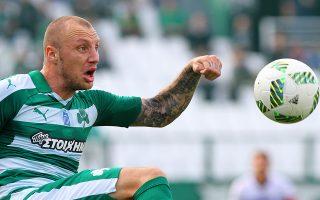 Ο Βούλγαρος αμυντικός αποφάσισε να προσφύγει στη FIFA για να διεκδικήσει περίπου 150.000 ευρώ από τον Παναθηναϊκό.