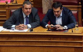 Οι «εύθραυστες» ισορροπίες με τον κ. Πάνο Καμμένο υποχρεώνουν τον κ. Αλέξη Τσίπρα να αναζητήσει πολιτικές πρωτοβουλίες.