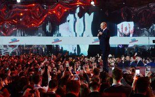 Η προεκλογική ρητορική του Πούτιν περιεστράφη σχεδόν αποκλειστικά γύρω από την έννοια της ισχύος, με σλόγκαν «ισχυρός πρόεδρος, ισχυρή χώρα».