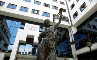 Το ενδεχόμενο να παραμείνει η υπόθεση Novartis στη δικαιοδοσία της Εισαγγελίας Διαφθοράς ή να περάσει σε άλλον δικαστικό έχει προκαλέσει ένταση στους κόλπους της Ενωσης Δικαστών και Εισαγγελέων.