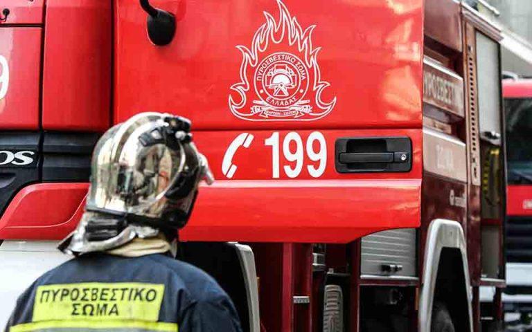 Υπό έλεγχο η φωτιά που ξέσπασε σε ακατοίκητο κτίριο στον Κεραμεικό