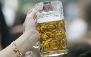 Στο επίκεντρο του ενδιαφέροντος των κυνηγών σουβενίρ τα ποτήρια της μπίρας.