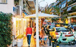 Δεν είναι πολλά χρόνια που η οδός Αρχελάου μεταμορφώθηκε σε ένα επιπλέον κέντρο διασκέδασης της Αθήνας, με όσα θετικά και αρνητικά αυτό επιφέρει.