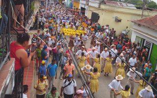 Την απόφαση των αρχών της Ελόρθα υπαγόρευσε η ανάγκη να κινηθεί το χρήμα στο τοπικό φεστιβάλ που αρχίζει αυτές τις ημέρες.