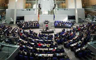 Η πρώτη ομιλία της Γερμανίδας καγκελαρίου Αγκελα Μέρκελ στη νέα Βουλή επικεντρώθηκε στο προσφυγικό.
