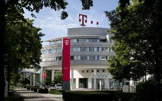 Η γερμανική εταιρεία τηλεπικοινωνιών Deutsche Telekom δεν μπορεί να βρει εξειδικευμένους υπαλλήλους για τον τομέα της ασφάλειας στον κυβερνοχώρο. Είναι μία από τις πολλές γερμανικές επιχειρήσεις που έχουν 1,6 εκατ. κενές θέσεις εργασίας επειδή δεν μπορούν να βρουν επαρκώς εξειδικευμένο προσωπικό.