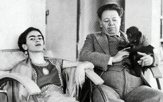 Η Φρίντα Κάλο με τον άνδρα που καθόρισε όχι μόνο τη ζωή, αλλά και την τέχνη της: με τη δική του ενθάρρυνση αφοσιώθηκε στη ζωγραφική.