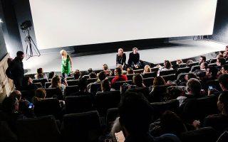 Η αίθουσα ενός από τους παλαιότερους κινηματογράφους των Βρυξελλών γέμισε ασφυκτικά για τη «Miss Violence» του Αλέξανδρου Αβρανά.