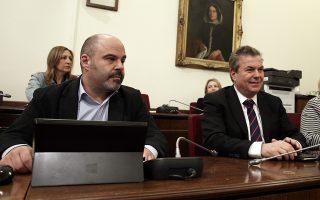 Ο κ. Στάθης Μαρίνος και ο υφυπουργός Κοινωνικής Ασφάλισης Τάσος Πετρόπουλος κατά την ακρόαση της αρμόδιας επιτροπής της Βουλής.