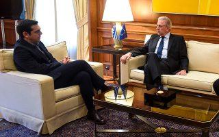 Στο Μαξίμου υποδέχθηκε χθες ο πρωθυπουργός Αλ. Τσίπρας τον επίτροπο Μεταναστευτικής Πολιτικής και Εσωτερικών Υποθέσεων Δ. Αβραμόπουλο.