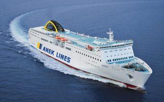Ανοδο κατέγραψε και η κίνηση επιβατικών αυτοκινήτων (+9%) και φορτηγών (+4%). Παράλληλα, πραγματοποιήθηκαν εκναυλώσεις πλοίων.
