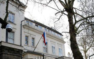 Η είσοδος της ρωσικής πρεσβείας, στο Κένσινγκτον του Λονδίνου.