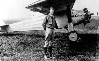 Ο Τσαρλς Λίντμπεργκ την εποχή που με το αεροπλάνο του, το «Πνεύμα του Σεν Λούις», διέσχισε ολομόναχος τον Ατλαντικό το 1927.