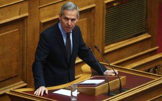 Ο βουλευτής της ΝΔ Θανάσης Δαβάκης μιλάει από το βήμα της ολομέλειας της Βουλής, Τρίτη 28 Μαρτίου 2017. Συζητείται σήμερα η πρόταση ΣΥΡΙΖΑ και ΑΝΕΛ για τη συγκρότηση Ειδικής Κοινοβουλευτικής Επιτροπής Προκαταρκτικής Εξέτασης για τον Γιάννο Παπαντωνίου. Η πρόταση κατατέθηκε μετά από τις ποινικές δικογραφίες που διαβιβάστηκαν στη Βουλή και αφορούν στον πρώην υπουργό Εθνικής Άμυνας Γιάννο Παπαντωνίου, σχετικά με την ενδεχόμενη τέλεση των αδικημάτων της απιστίας στρεφόμενης κατά του Δημοσίου και της νομιμοποίησης εσόδων από εγκληματική δραστηριότητα, κατά την άσκηση των καθηκόντων του, στο πλαίσιο σύναψης συμβάσεων εξοπλιστικών προγραμμάτων του υπουργείου Εθνικής Άμυνας και σύμφωνα με τα διαλαμβανόμενα στην πρόταση.  ΑΠΕ-ΜΠΕ/ΑΠΕ-ΜΠΕ/ΑΛΕΞΑΝΔΡΟΣ ΒΛΑΧΟΣ