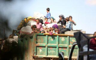 Εκτοπισθέντες από διάφορα μέρη της Συρίας φτάνουν στο χωριό Qestel Cindo στην περιοχή του Αφρίν, το οποίο έχει καταληφθεί προσφάτως από τον Ελεύθερο Συριακό Στρατό.