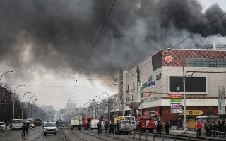 epa06629910 Russian fire fighters work at the burning shopping center Zimnaya Vishnya in the West Siberian city of Kemerovo, Russia, 25 March 2018 (issued 26 March 2018). At least 56 people reportedly died, including many children. Around 60 persons are still lost.  EPA/ALEXANDER PATRIN/A42.RU