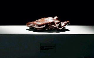 Τον Ιούνιο του 2005, οι φύλακες του Μουσείου Καλών Τεχνών του Σαντιάγο διαπίστωσαν ότι το σπουδαίο γλυπτό του Ροντέν «ο κορμός της Αντέλ» είχε κάνει φτερά.