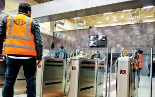 Στους σταθμούς όπου οι μπάρες έχουν κλείσει, υπάρχει κατακόρυφη αύξηση εσόδων από πωλήσεις εισιτηρίων.