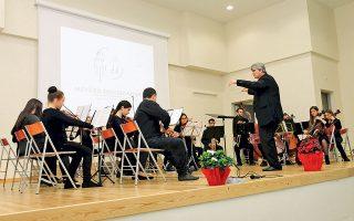 Μαθητές του σχολείου έδειξαν, χθες, κατά τη διάρκεια της τελετής των εγκαινίων, το ταλέντο τους. Το σχολείο λειτούργησε για πρώτη φορά το 2016. Και στις δύο τάξεις του φοιτούν 110 μαθητές.