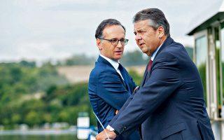 Το ταξίδι του Ζίγκμαρ Γκάμπριελ (δεξιά) στα υψηλότερα κλιμάκια της γερμανικής πολιτικής έληξε χθες με την ανακοίνωση ότι ο υπουργός Εξωτερικών και επί οκτώ χρόνια αντικαγκελάριος δεν θα μετάσχει στη νέα κυβέρνηση. Ο υπουργός Δικαιοσύνης Χάικο Μάας περνάει σε πρώτο πλάνο, αναλαμβάνοντας το υπ. Εξωτερικών. Η ορκωμοσία της καγκελαρίου θα πραγματοποιηθεί στις 14 Μαρτίου.
